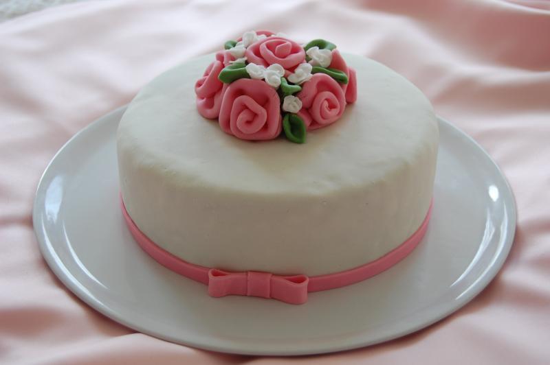 s e kleine torte mit ribbon roses motivtorten fotos forum. Black Bedroom Furniture Sets. Home Design Ideas