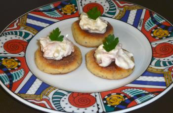 galettes mit apfel lachs meerrettich creme fingerfood. Black Bedroom Furniture Sets. Home Design Ideas