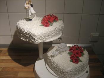 Zwei Stockige Hochzeitstorte Motivtorten Fotos Forum Chefkoch De