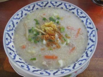 Tschohk dicke thailändische Reissuppe 2991078594