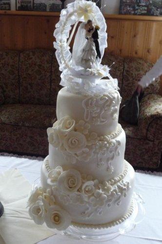 3 Stockige Hochzeitstorte In Champagnerfarben Motivtorten Fotos