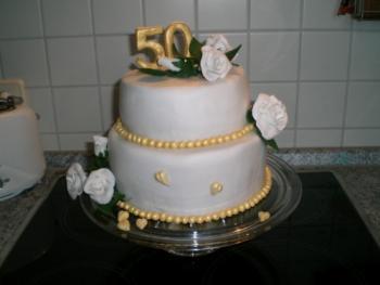 Weisse Rosen Zur Goldenen Hochzeit Motivtorten Fotos Forum
