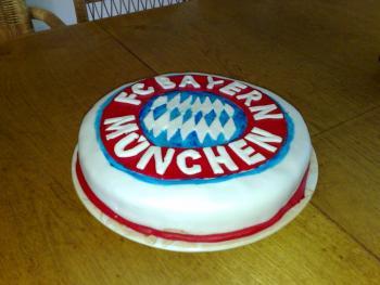 Meine Fc Bayern Munchen Torte Nicht Perfekt Aber Cool Motivtorten
