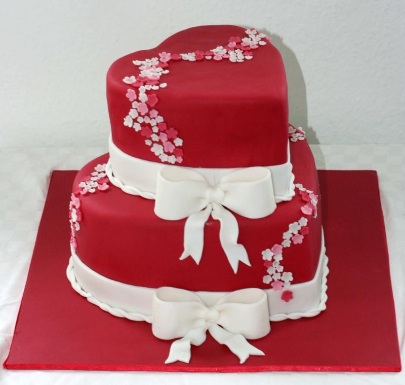 Zweistöckige Herztorte für die Hochzeit einer Freundin ...