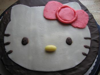 ideen f r hello kitty torte evtl mit marshmallow fondant. Black Bedroom Furniture Sets. Home Design Ideas
